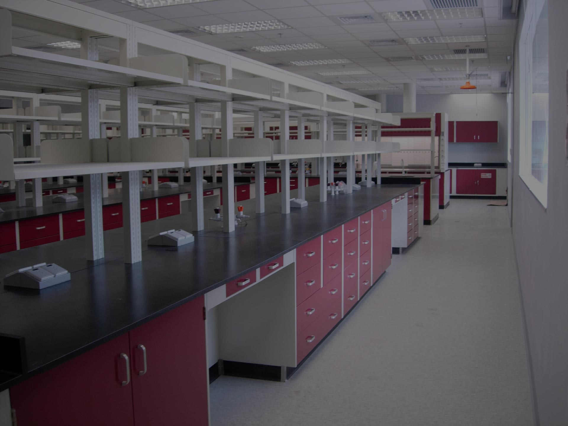 Lab-furniture_Wall-benches-plus-overview